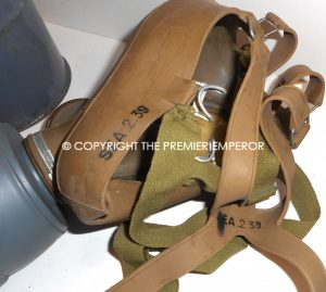 France. Defense Passive Masque a gaz in carrying case. Modele:C38
