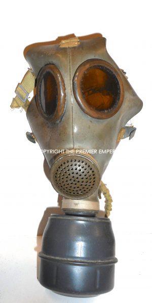 France. Defense Passive Masque a gaz in carrying case. Modele:C38