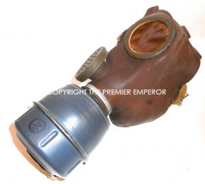 France. Defense Passive Masque a gas in carrying case. Modele:C38
