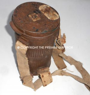 France. ARS.17 Gas mask in carrying cannister.Great War 1914/1918 .
